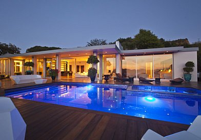 LUXURY HOUSE IN BEVERLY HILLS